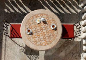 mastri-i sassi di Assisi Naturstein Marmor design GartenTisch rund