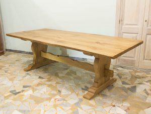 rustikaler-tisch-aus-kastanienholz-gambella