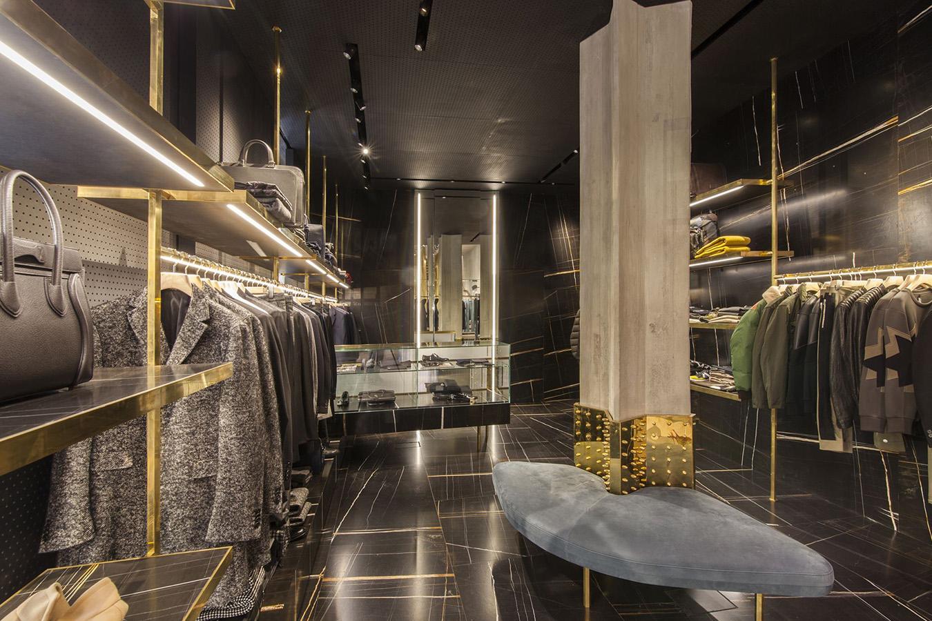 Referenzen shop boutique pritelli ferrara for Ferrara arredamenti