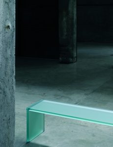Triennale-Sitzbänke-glas-italia