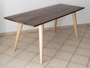 Tisch-aus-mit-Epoxidharz-behandeltem-Briccola-Holz-ebanisteria-gambella