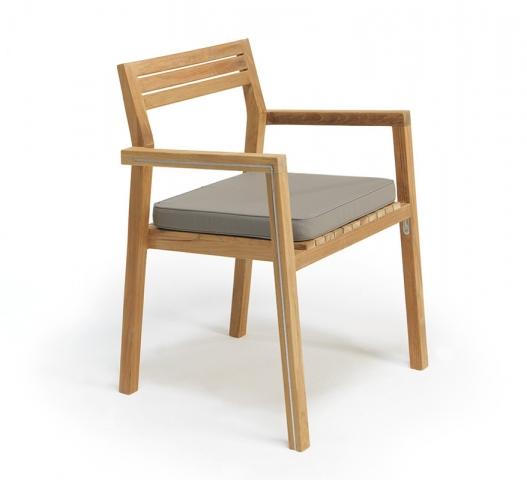 essenza-Tische-Stühle-ethimo-outdoor