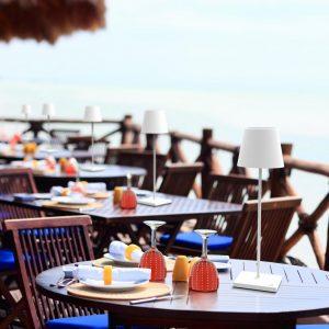 poldina-ailati-akku-tischleuchte-touch-gastronomie-terrasse