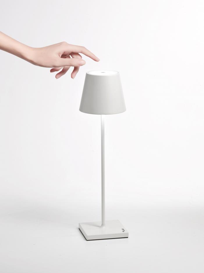 poldina-ailati-lights-akku-tischleuchte-touch-madeinitaly | poldina-ailati-lights-akku-tischleuchte-touch-madeinitaly (1)