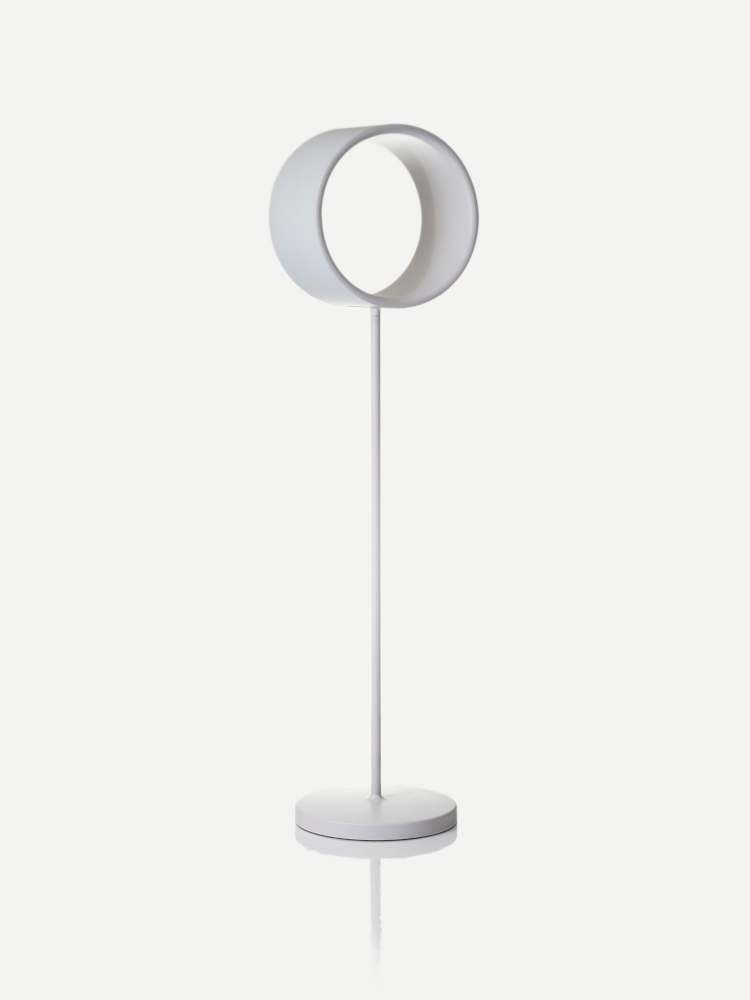 Lost_floor_lamp_white_1-mailand-2019