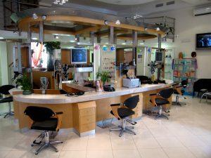 arte-e-stile-friseureinrichtungen-in-legno-interiors