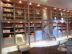 bibliothek-mit-zwischengeschoss-in-legno-interiors