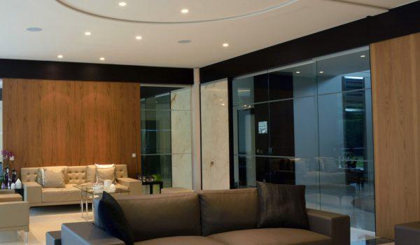 referenzen-privathaus-vitrine-in-legno-interiors