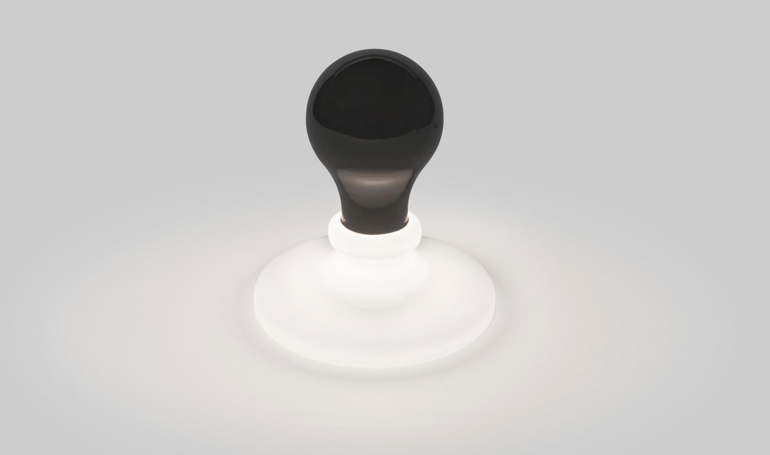 White-Light-und-Black-Light-von-James-Wines-für-Foscarini