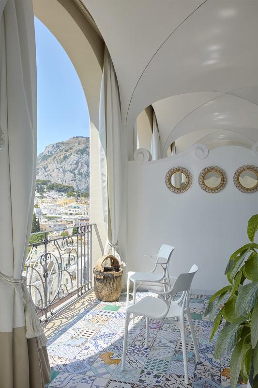 03_Kartell_A.I.-ambiente-balkon-stühlen-1