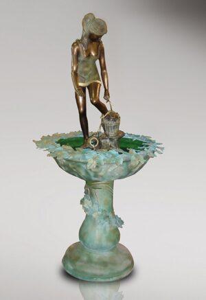 BRUNNEN_REBECCA_AN_DER_QUELLE_klassische_brunnen_bronzenbrunnen_bronze_und_gruene_patina_Kunsthandwerke