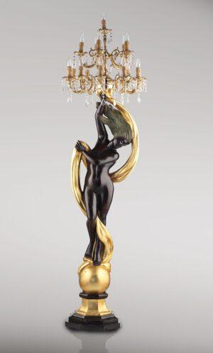 VENUS_AUF_DEM_GLOBUS_MIT_KRONLEUCHTER_klassische_lampen_leuchten_patina_500_und_blattgold_Kunsthandwerke